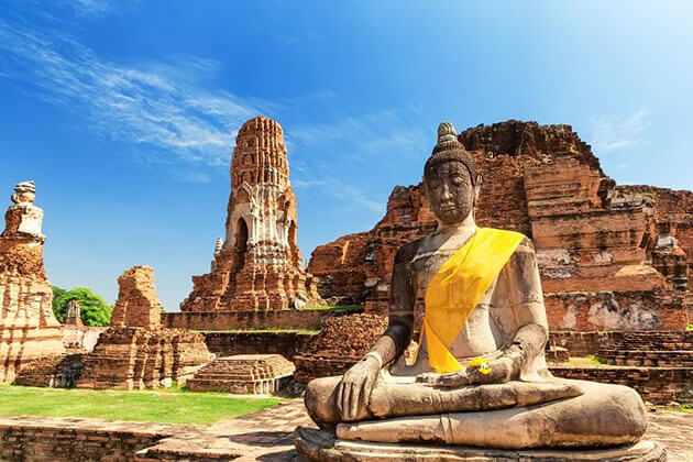 Ayutthaya the ancient town of great temples and pagodas