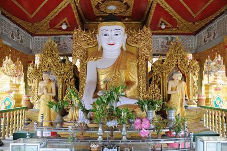 Buddha image at Shwe Nattaung Pagoda.