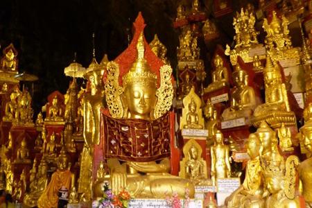 Buddha images in Pindaya cave.