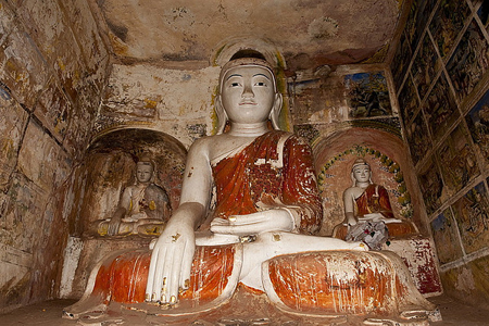 Buddha statues in Pho Win Taung Pagoda