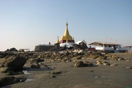 Maw Tin Zun Pagoda.