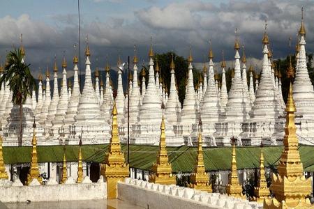 Stupas in Sandamani Pagoda