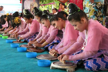 The Burmese girls try to make the best performances in the competition at Shwe Maw Daw Pagoda Festival, Myanmar.