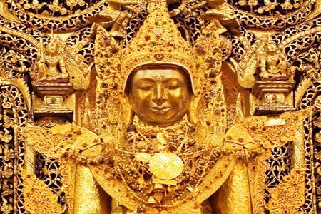 Zalun Pyi Taw Pyan Buddha image in the festval.