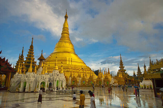 the peaceful scenery of shwedagon pagoda in sunset time