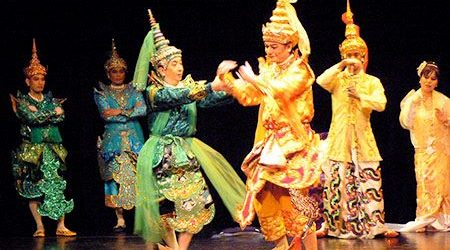 do and dont in myanmar - thing to do when watching a show in myanmar
