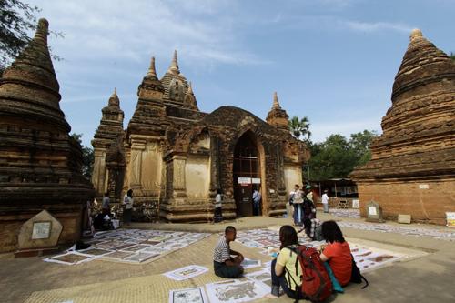 set up as a dedication of Myinkaba Gubyauk Gyi Temple to his father