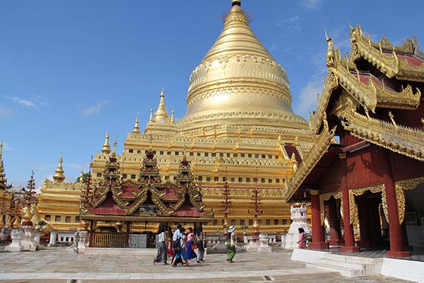 the impressive gold-plated stupa of the shwezigon pagoda