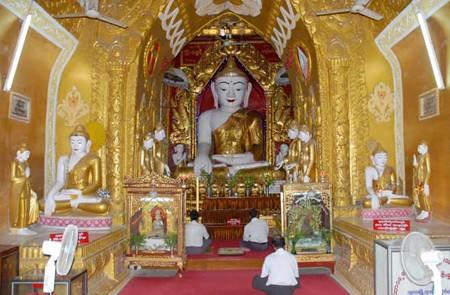 Buddha images inside Shwegu Gyi Temple