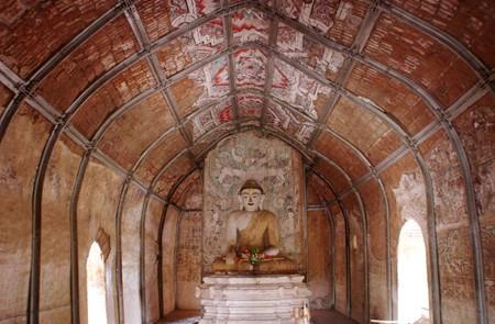 Buddha statue inside U pali Thein (Ordination Hall)