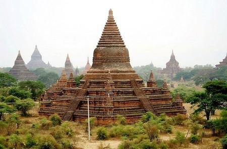 Nat Hlaung Kyaung Temple