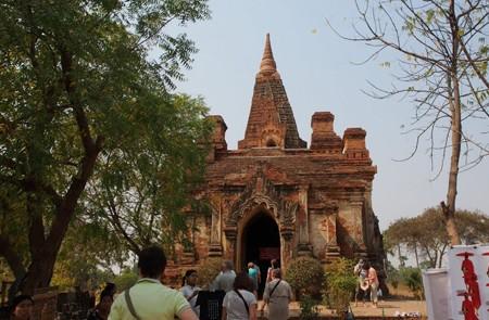 Visitors at Wetkyi In Gubyauk Gyi Temple