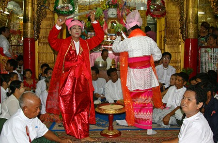 The medium dance in Taungbyone Nat Festival