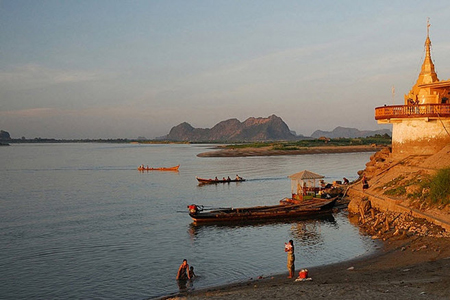 Mon kingdom of Ramannadesa settled in the region between the Sittang and Than Lwin rivers