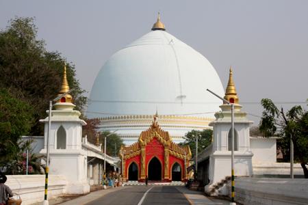 Kaunghmudaw (Rajamanicula) pagoda