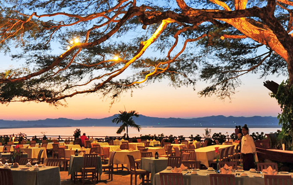 A restaurant in Bagan with the view of Ayeyarwaddy River