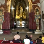 local pilgrims in Ananda pagoda