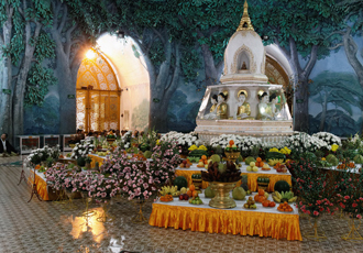 Inside the Maha Wizaya Pagoda