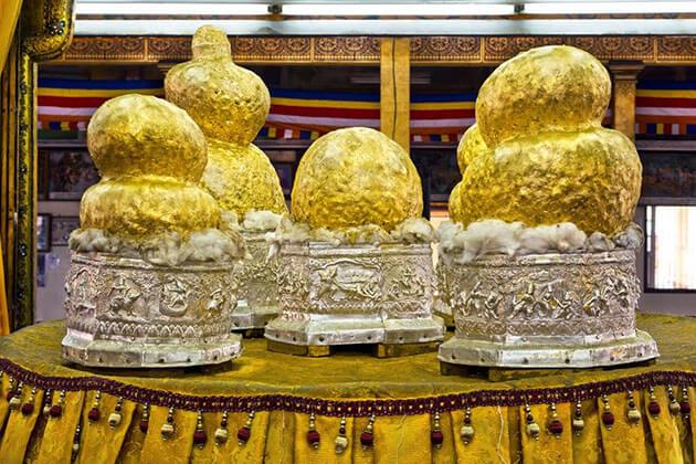 the buddha images in phaung daw oo pagoda