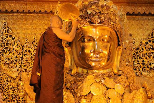 Maha Myat Muni Buddha Image