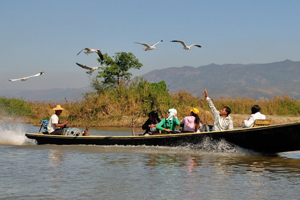 Boat trip in Inle Lake Sanctuary