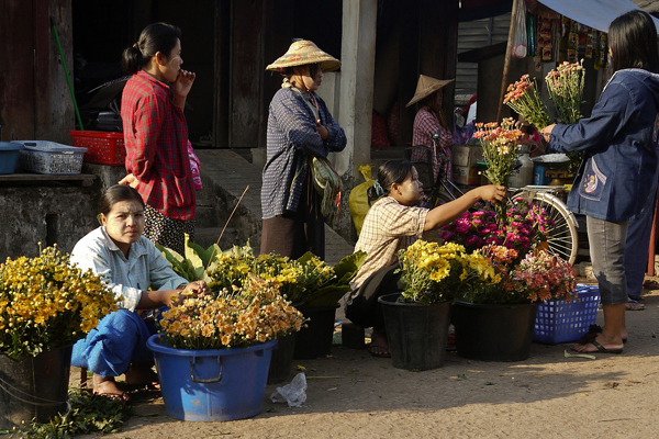 Flower vendors in the morning market, Hpa An