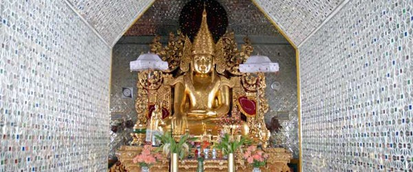 Buddha image inside Sandamuni Pagoda