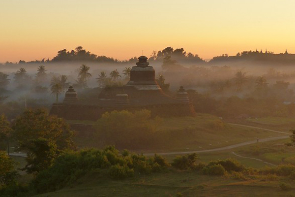 Mrauk U in the mysterious fog
