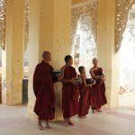 2 day Monks-waiting-alms-in-Shwezigon-Pagoda