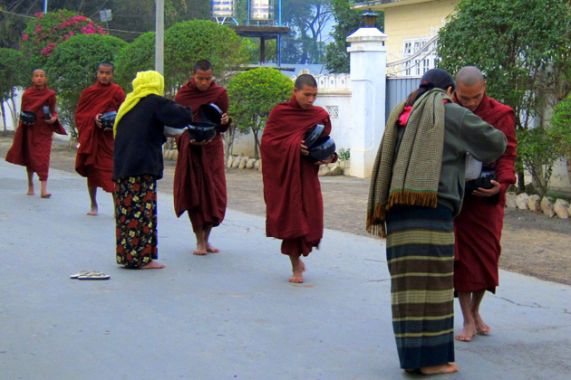 Burmese traditional clothes longyi