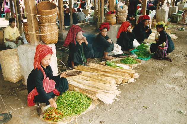Pa o women selling their goods and products in the local market