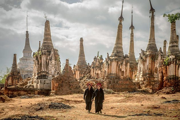 Two Pa o ethnic women in the ruins of Indein Temple