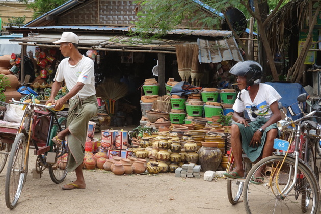 Two transporters in a break, Nyaung U Market