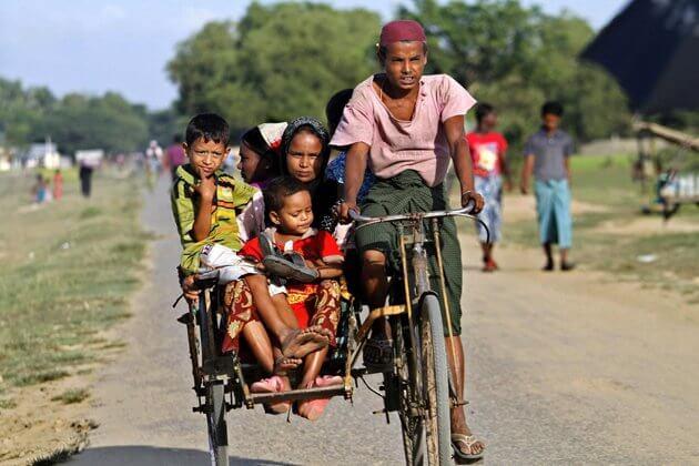 locals-on-trishaws-Dala-Yangon