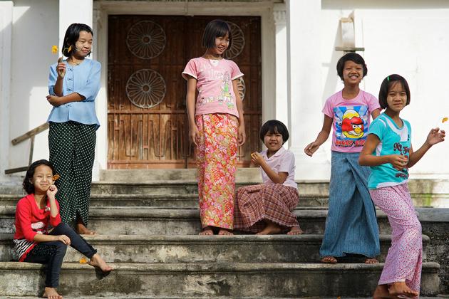 longyi myanmar traditional dress
