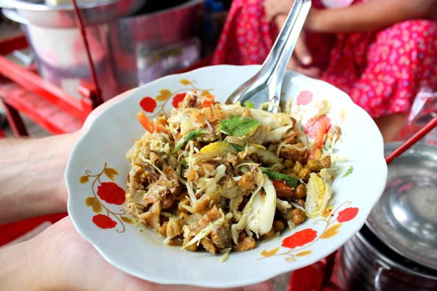 Myanmar street food - Samosa salad