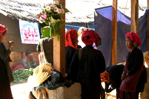 Pa O women in the local market, hill tribe village of Pa O-Kalaw Inle Trekking tour