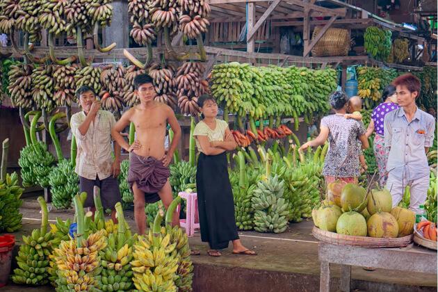 Thiri-Mingalar-Market - biggest farmer yangon market