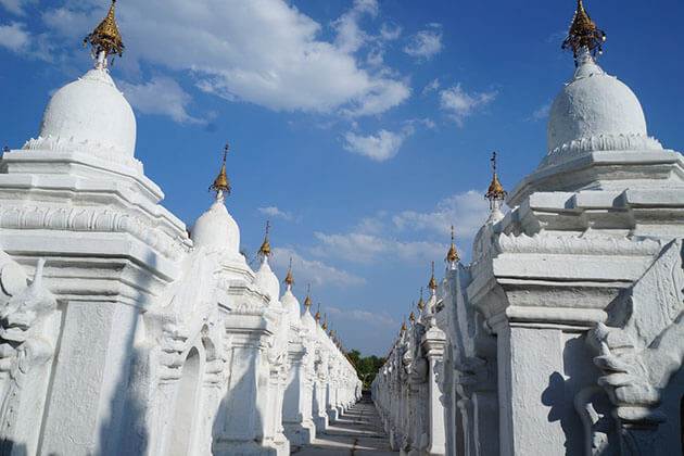 Kuthodaw pagoda - must-see spot in Mandalay city tour