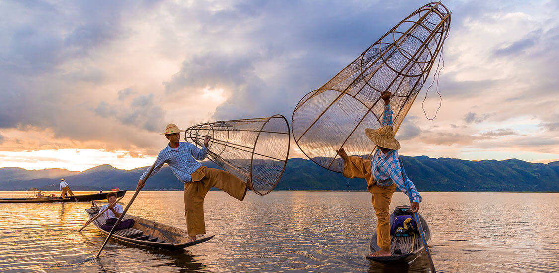 Inle-Lake-leg-rowing-fishermen-Best-time-to-visit-Myanmar-Myanmar-tours