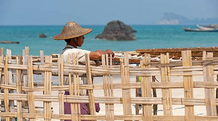 Charming tour Myanmar with Ngapali beach relaxation