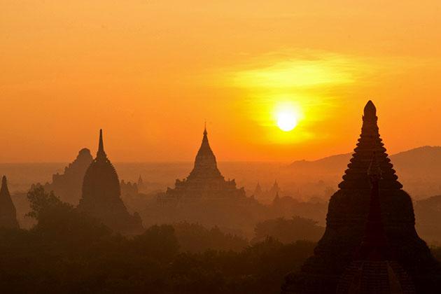 sunset n Bagan-one of the best things to do in Myanmar nightlife