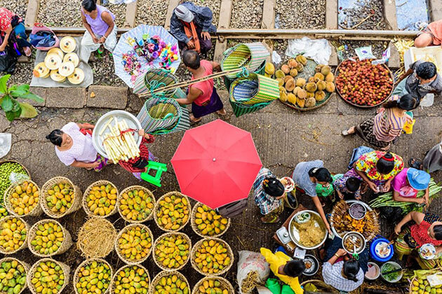 yangon street market-interesting place to see in Yangon