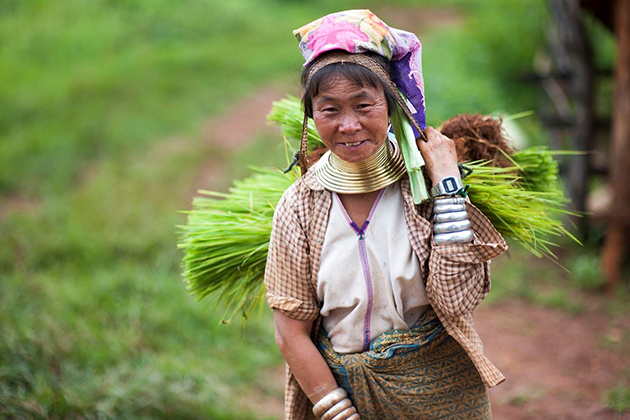 Padaung elder returning from the paddy fields, Loikaw
