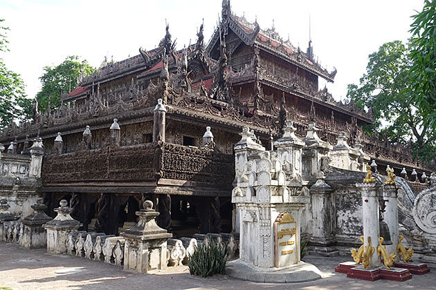 See the intricated wooden Shwenandaw Monastery in Myanmar itinerary 7 days