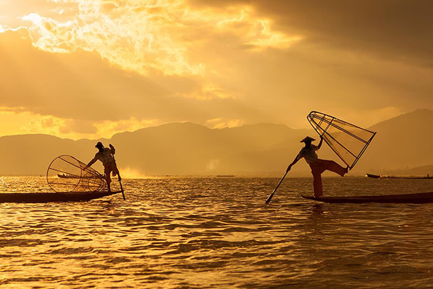 myanmar itinerary 7 days with a visit to Inle Lake to behold the sunset and fisherman