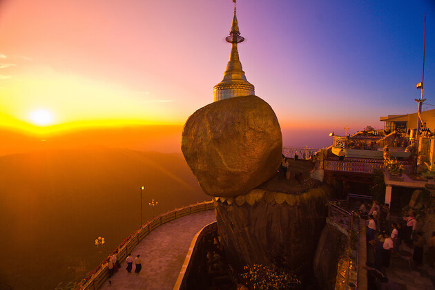 golden-rock-must see attractions in Myanmar