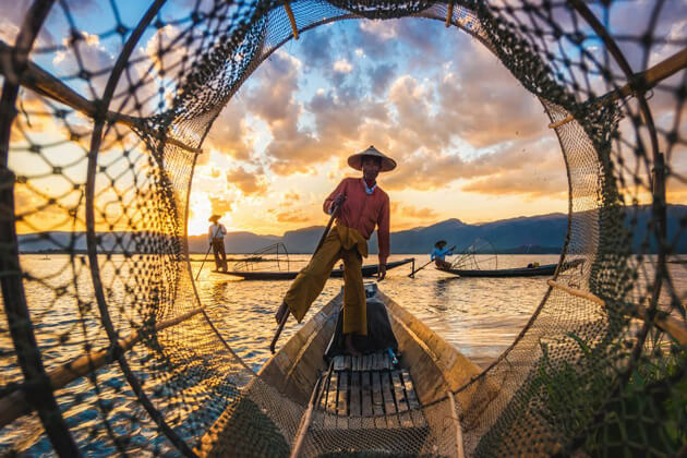 inle-lake- best myanmar touist attractions to enjoy the breathtaking scenery