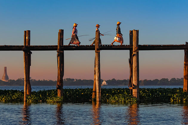 u bein bridge - the logest teak bridge in the world in the morning light