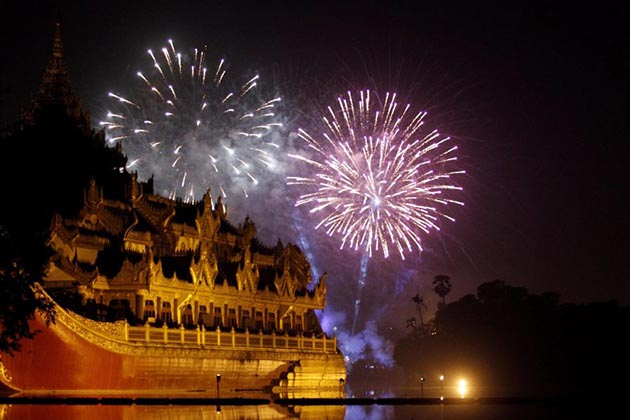 Behold the firework display in Yangon New Year Eve from Karaweik Hall